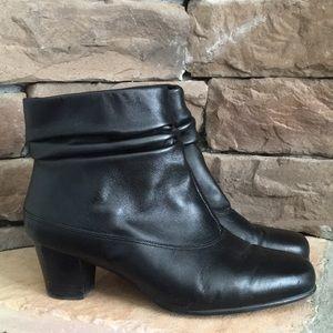 a7ea8a0022759 David Tate · DAVID TATE black ankle boot / Size 8 W